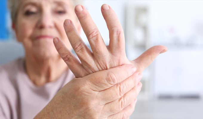 woman-with-arthritis-in-hands-680x400